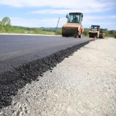 Ремонт основной региональной дороги в Приморье завершат к августу