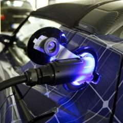 В центре Новосибирска открыли первую «заправку» для электромобилей