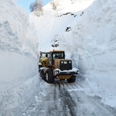 Транскавказская автомагистраль закрыта из-за угрозы схода лавин