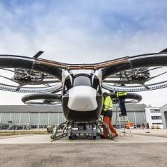 Во Франции летающий автомобиль совершил свой первый свободный полет