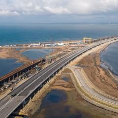 Автоподход к Крымскому мосту со стороны Керчи фото