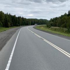 На крутых поворотах трассы «Пермь-Екатеринбург» для безопасности водителей нанесли шумовую разметку
